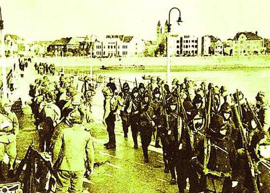 1937青岛大火 纺厂被炸毁火光冲天