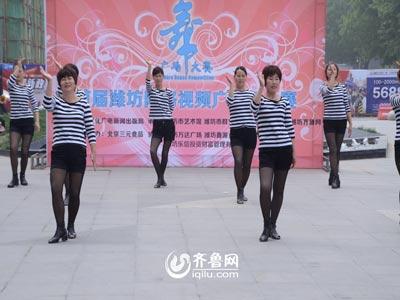 潍城赛区——军埠口综合项目区姚官庄村舞蹈队《燃烧吧蔬菜》