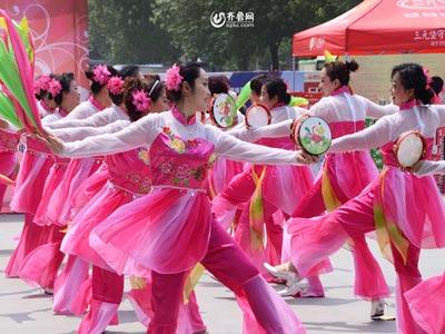 潍城赛区——南关街办百花艺术团《彩龙舞东方》