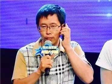 """我是大明星:""""根叔""""销魂演唱《雨蝶》 秀真假音转换新技能"""