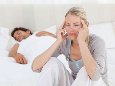 睡眠障碍危害大 睡前莫玩手机