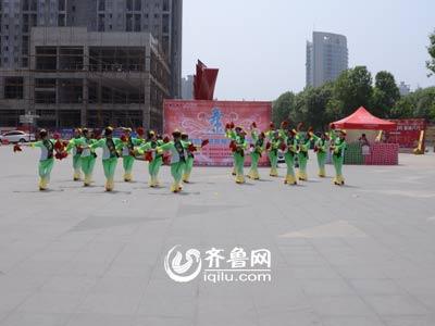 奎文赛区——广文街道虞虹桥社区《红红的手绢爷爷奶奶和我们》