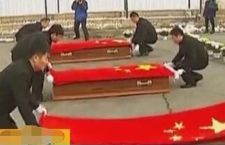 马里恐袭遇难中国公民灵柩归国