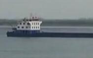 湖北:长江渡船翻沉 船上13人全部获救