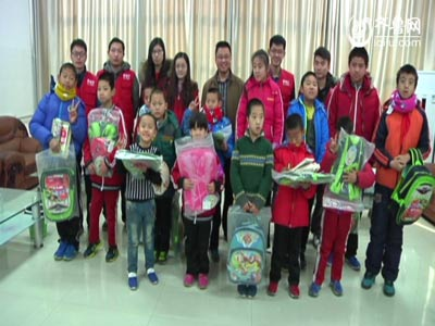 奥迪尔义工走进潍坊清平小学看望孤残儿童