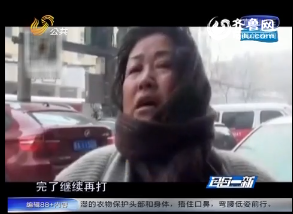 监控时间:渣男殴打65岁停车场大妈 抢钱掀衣猥亵