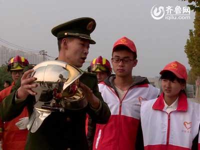 """潍坊消防走进校园 向学生们传授""""消防经"""""""