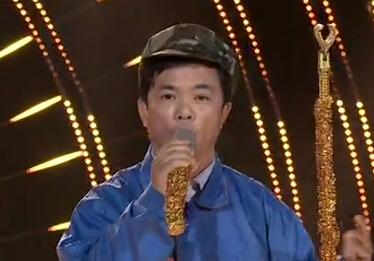 """《让梦想飞·一唱到底》:瘦小修车工秒变歌唱家""""王宏伟"""""""