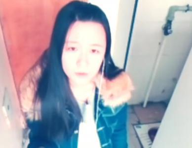 19岁时,王菲长这样,喜欢厕所里唱歌