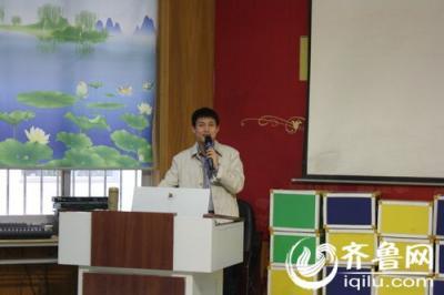 """济南洪楼三小开展""""书礼文化讲堂""""毛笔书法讲座"""