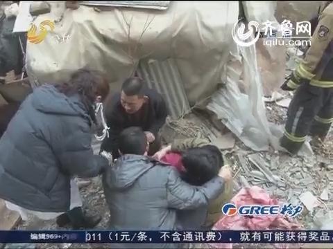 乳山:女子摔伤被困死胡同 消防官兵急救