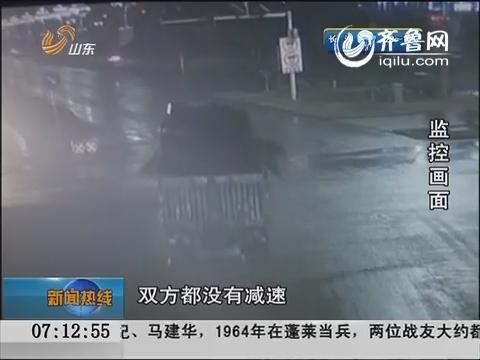 监控实拍:黄闪路口不减速 乘客瞬间被甩出