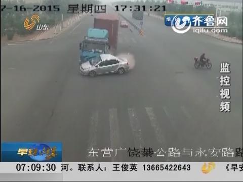 东营:货车闯红灯 男孩被撞身亡
